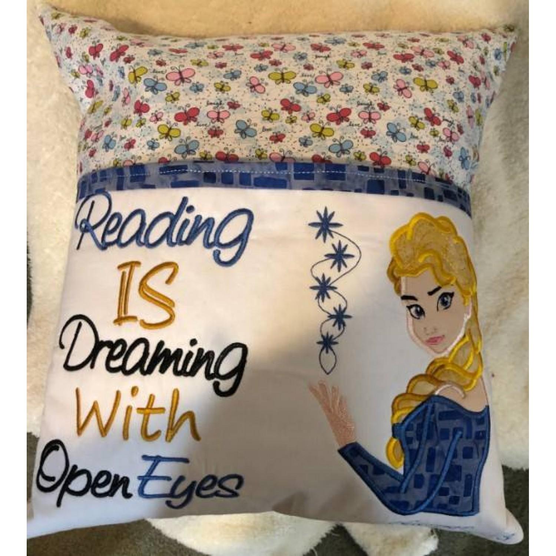 Elsa Frozen reading is dreaming