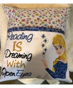 Elsa Frozen reading is dreaming